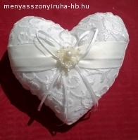 Gyűrűpárna szív alakú